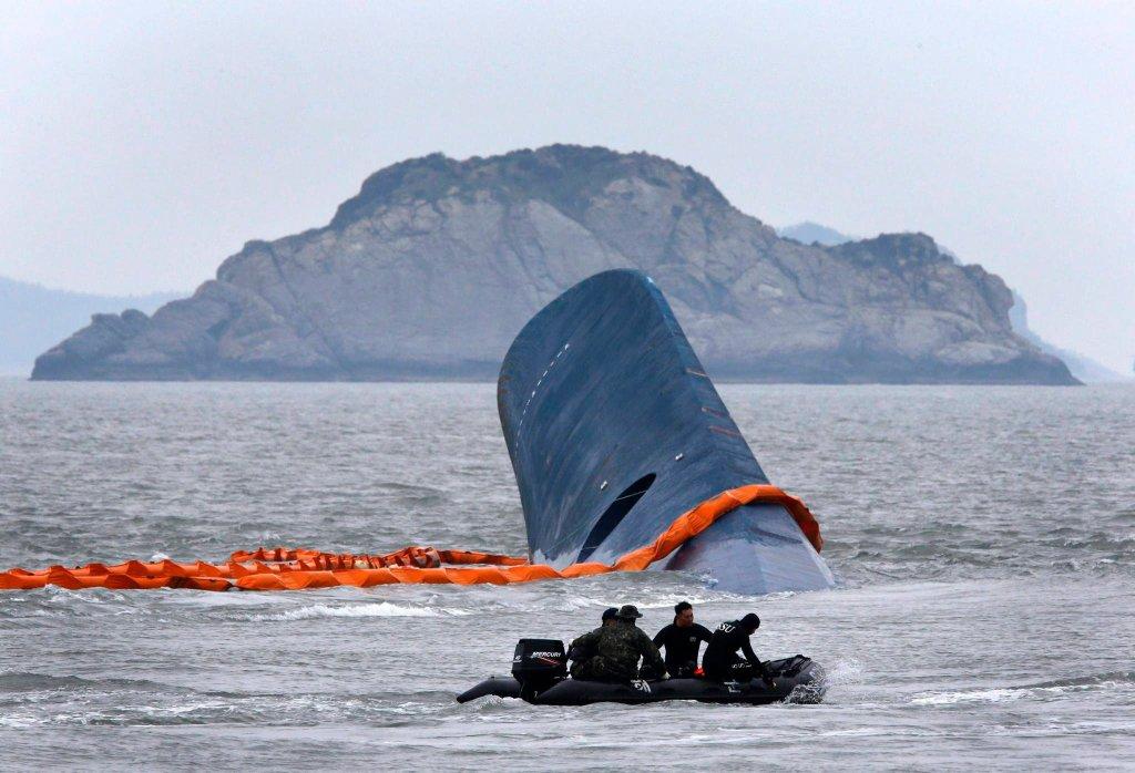 Akcja ratunkowa na miejscu katastrofy koreańskiego promu