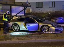 Kierowca porsche zgłosił się na policję. W ubiegłą sobotę wjechał w przystanek w Gdańsku