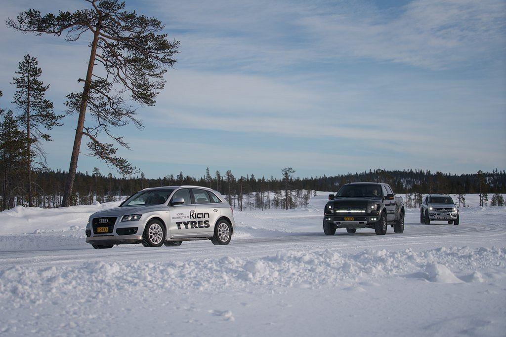 Ford F-150 Raptor! I Amarok V6, i jakieś malutkie Audi Q5...