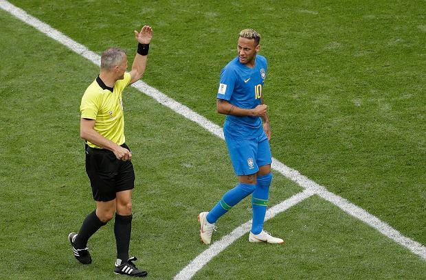 Mundial 2018. Brazylia - Kostaryka. Polowanie na nogi Neymara i jego teatralny upadek w polu karnym