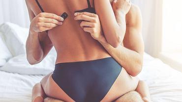 Tu nie ma wątpliwości, że pozycja seksualna, do której przymierzają się kochankowie, jest siedząca, ale czasem trudno o jednoznaczną ocenę