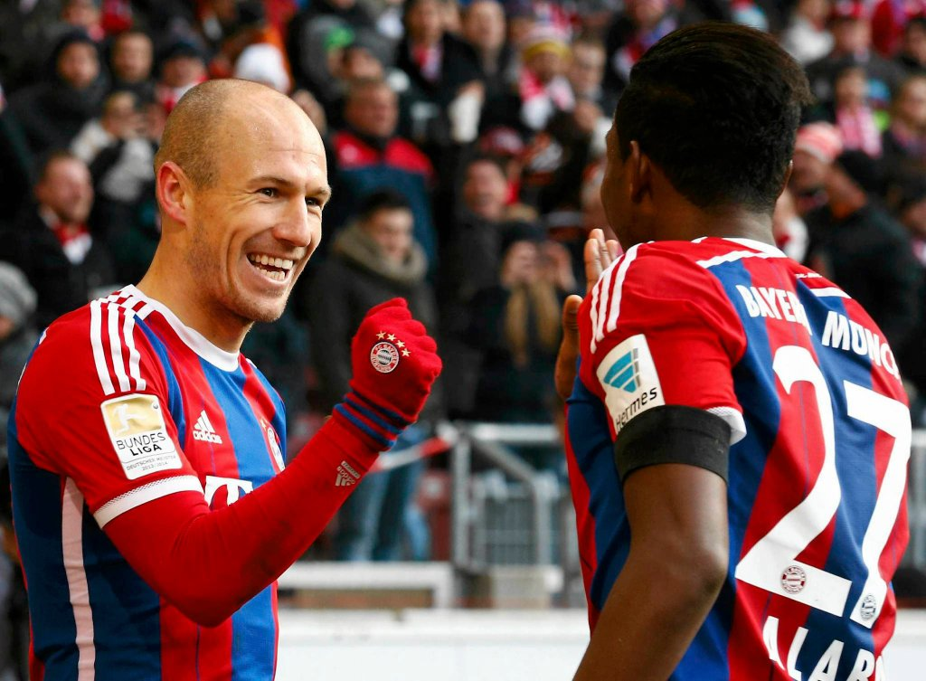 Stuttgart - Bayern Monachium. Z lewej Arjen Robben
