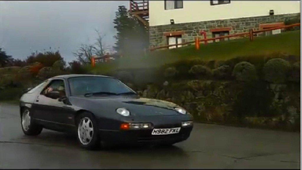 Porsche z tablicą rejestracyjną nawiązującą do wojny o Falklandy, którą w 1982 r. Argentyna przegrała z Wielką Brytanią