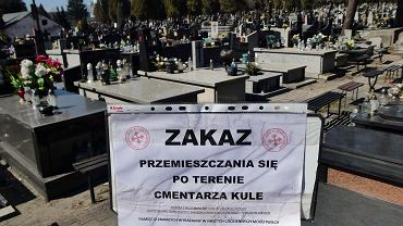 Zakaz przemieszczania się po terenie cmentarza w Częstochowie.