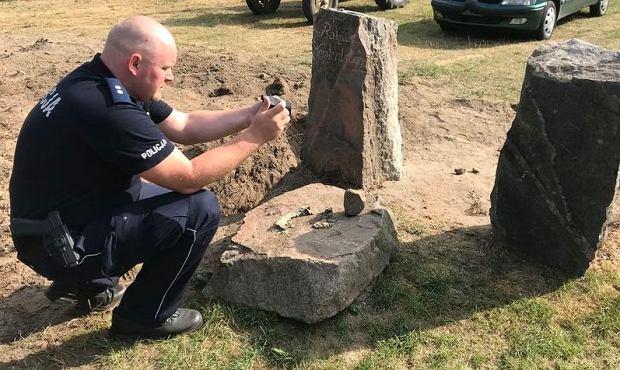 Odnalezione przez policję kamienne drogowskazy