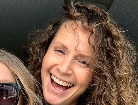 Monika Mrozowska pozuje w całej okazałości. Fanka: Jak można tak wyglądać chwilę po ciąży?