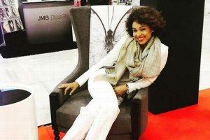 Omenaa Mensah promuje swoją kolekcję mebli