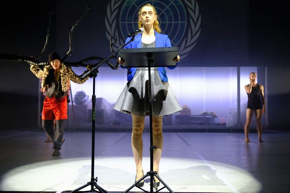 Scena ze spektaklu 'Obiecana Ziemia Obiecana'