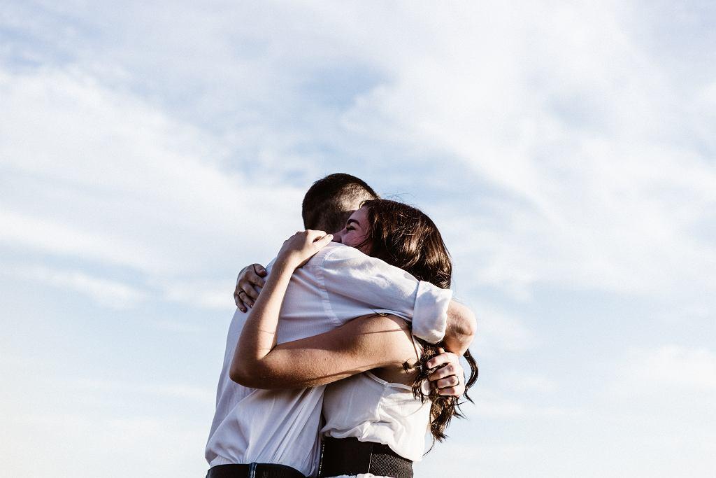 24 czerwca obchodzimy Dzień Przytulania. Co to za święto?