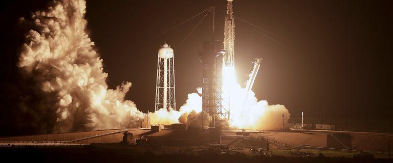 SpaceX wystrzelił rakietę w kosmos. Najtrudniejsza misja Falcon Heavy