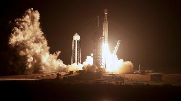 SpaceX wystrzelił w kosmos rakietę Falcon Heavy. Elon Musk: To nasza najtrudniejsza misja