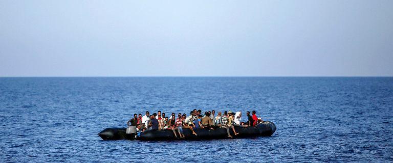 12 migrantów w kradzionej łodzi przepłynęło kanał La Manche