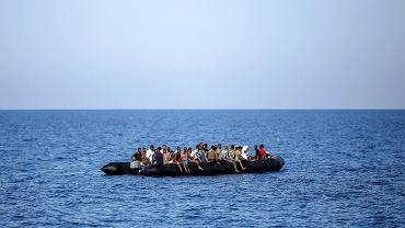 6.08.2017,  gumowa łódź z migrantami na Morzu Śródziemnym u wybrzeży Libii.