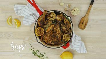 Kurczak pieczony z cytryną i czosnkiem. Pyszne danie genialne w swojej prostocie
