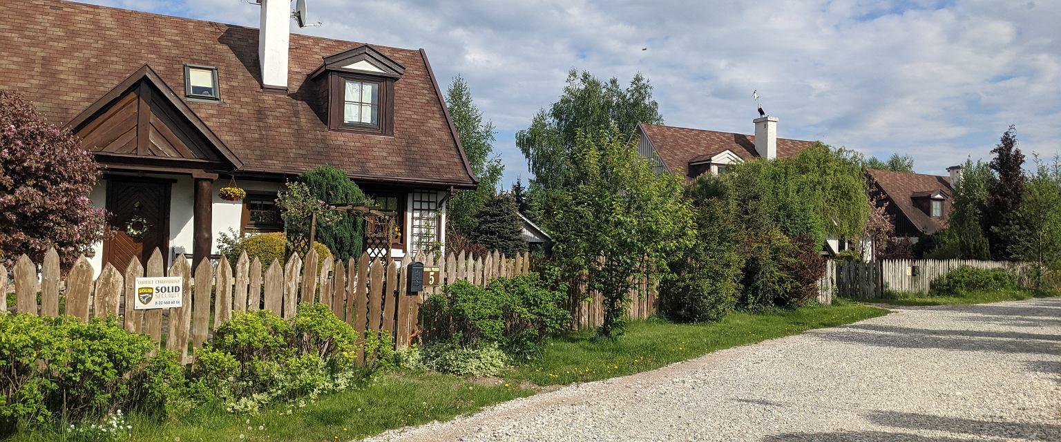 Wieś niejedno ma imię, zupełnie inaczej żyje się na wsi podmiejskiej i całkiem inaczej na tej oddalonej od większej miejscowości co najmniej kilkadziesiąt kilometrów (materiały archiwalne)