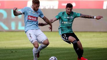 Mikkel Kirkeskov i Paweł Wszołek w meczu Legia - Piast