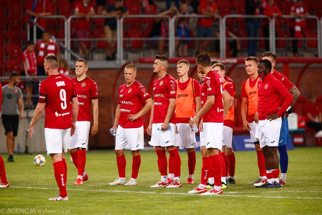 Piłkarzy Widzewa po meczu z Elaną Toruń pożegnały gwizdy