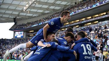 Finał Ligi MIstrzów. Chelsea strzela gola Manchesterowi City, piłkarze świętują