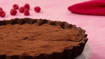 Tarta czekoladowa z malinami. Idealny finał romantycznej kolacji...
