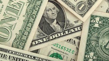 Kursy walut 05.08 o godz. 7. Euro w dół, dolar najtańszy od dwóch lat [kurs dolara, funta, euro, franka]