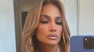 Jennifer Lopez pokazała się zupełnie bez makijażu. Na zdjęciu pozuje ze swoim tatą. Podobni? (zdjęcie ilustracyjne)