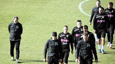 Trener Pawłowski zapowiada, że da szanse młodym piłkarzom