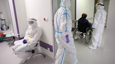 Koronawirus. Lekarze i pielęgniarki w jednym z największych polskich szpitali mają sami płacić za testy