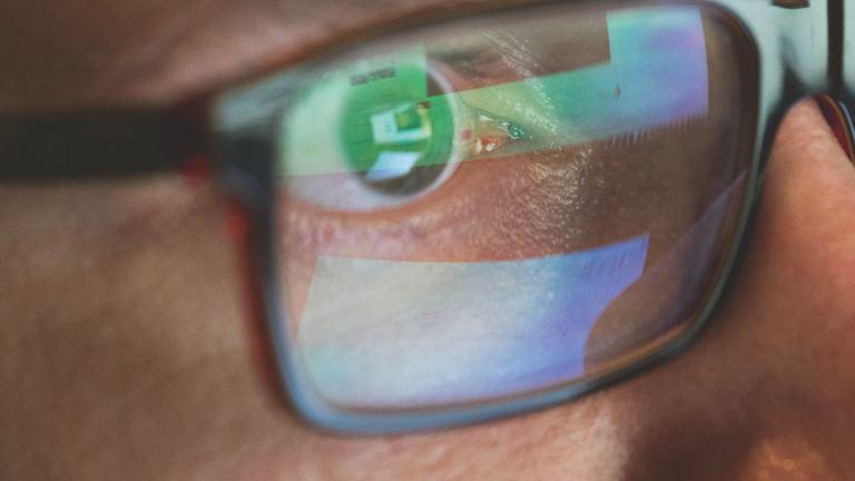 Chroń swoje oczy - poradnik dla pracujących przed komputerem