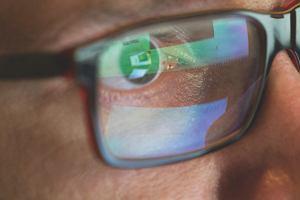 Chroń swoje oczy - poradnik dla pracujących przed ekranem