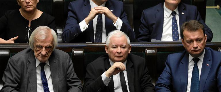 Politycy PiS mają namawiać Jarosława Kaczyńskiego na wcześniejsze wybory parlamentarne