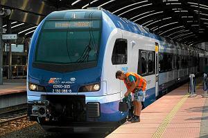 Narzekasz na spóźniające się pociągi? Ich punktualność się zwiększyła. O ponad minutę