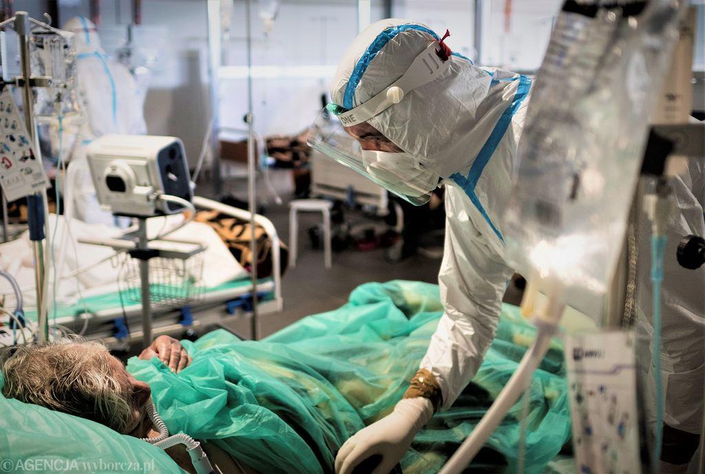 'Będzie źle, czwarta fala wzbiera' - grzmią lekarze. A chętnych do szczepienia na COVID-19 coraz mniej