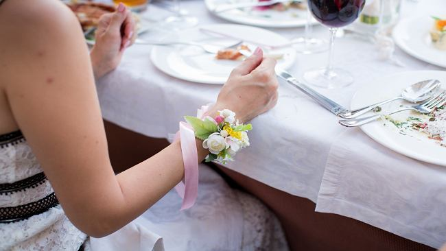"""Czy wesele bez alkoholu w ogóle może się udać? Zdania są podzielone. """"Jak ktoś się napije, to puszczają hamulce"""""""