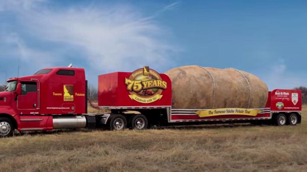 Big Idaho Potato jeździ po całych Stanach na ciężarówce