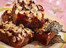 Ciasto korzenne ze śliwkami i migdałami - ugotuj