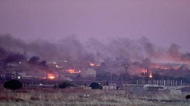 9.10.2019, atak wojsk tureckich na Ras al-Ayn w Syrii. Zdjęcie zrobione z tureckiej miejscowości Sanliurfa.