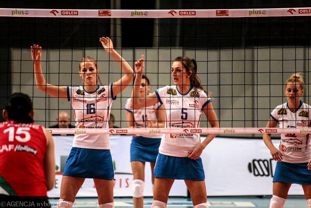 Magdalena Hawryła (nr 5.) w meczu Developres SkyRes Rzeszów - PGNiG Nafta Piła 0:3