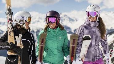 Kask narciarski to dziś obowiązkowy element sprzętu każdego narciarza.