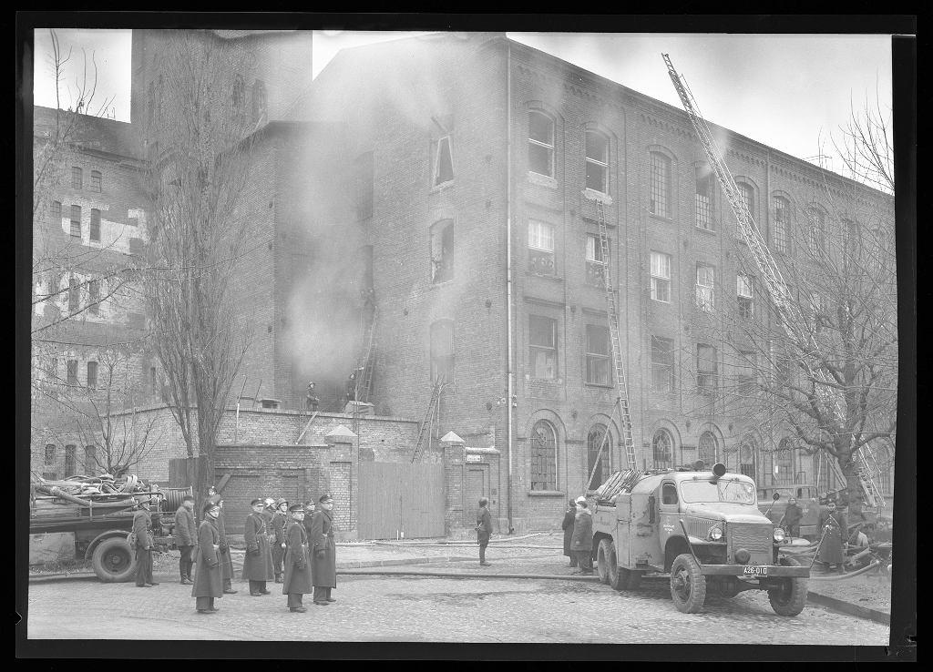 Zdjęcia Łodzi autorstwa Stanisława Brzozowskiego datowane są na lata 1945 -1952