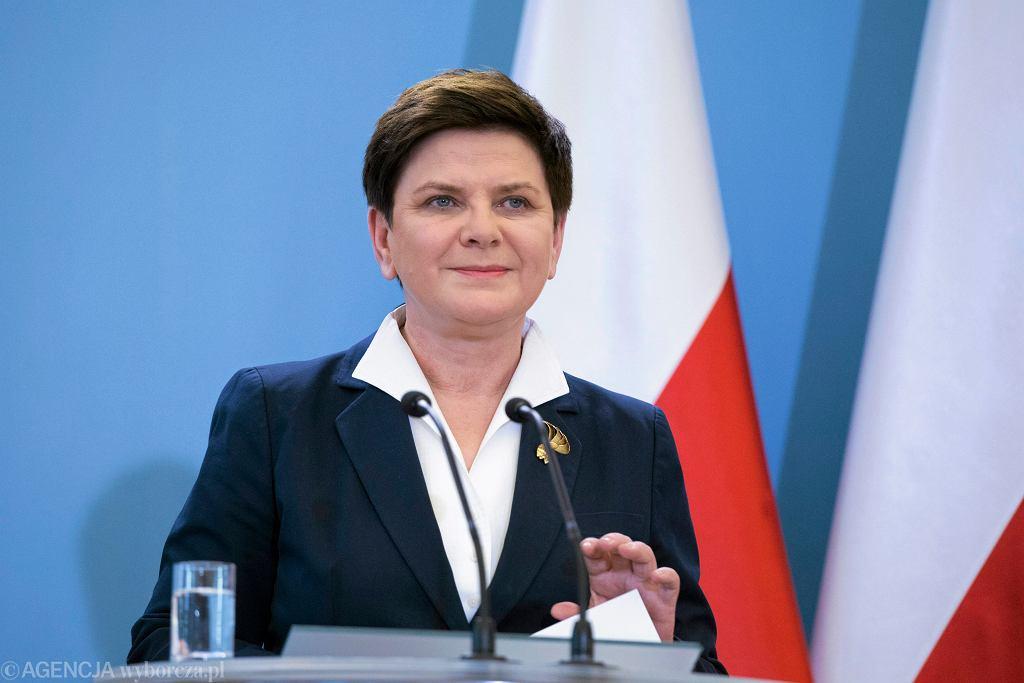 Premier rządu PiS Beata Szydło. Pracownicy TVP dostali zakaz publikowania informacji na temat rzeczywistej skali awarii nadajników w czasie jej wystąpienia