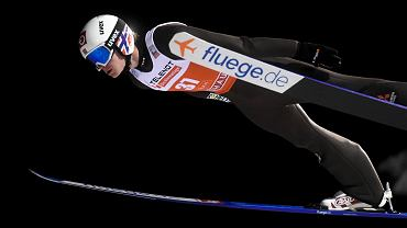 Marius Lindvik, jeden ze zdyskwalifikowanych w sobotę w Kuusamo norweskich skoczków