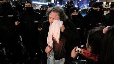 Marta Lempart podczas manifestacji przeciw zaostrzaniu prawa aborcyjnego. Policja użyła gazu. Warszawa, 18 listopada 2020