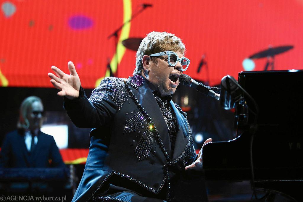 Elton John podczas koncertu