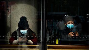Chiny. Rok po wybuchu epidemii w Wuhan. Obcokrajowcy wzbudzają obawy o zakażenie