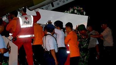 Transport niezidentyfikowanych zwłok ofiar katastrofy samolotu AirAsia
