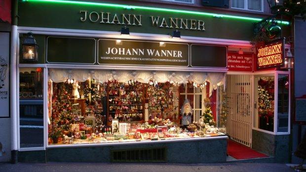 Ozdobiony świątecznymi motywami sklep w Bazylei