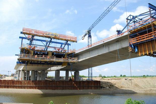 Budowa drogi, budowa mostu