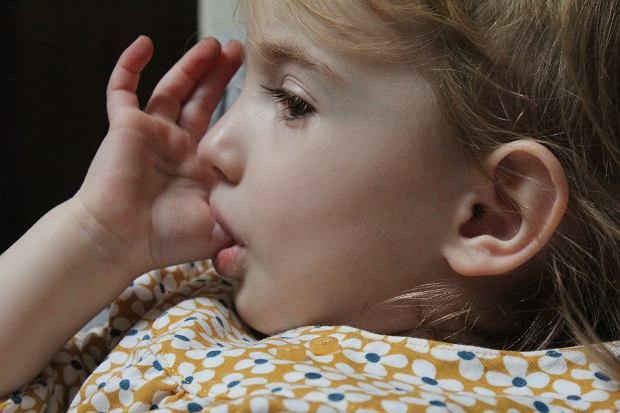 Zabraniasz dziecku obgryzania paznokci? Nie masz racji