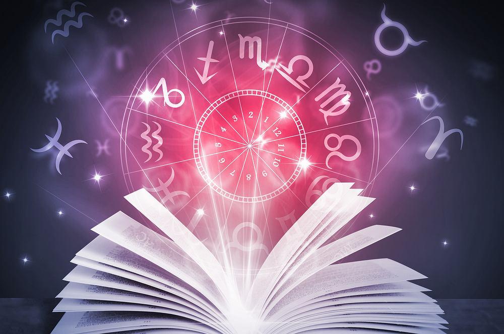 Horoskop dzienny - 21 stycznia [Baran, Byk, Bliźnięta, Rak, Lew, Panna, Waga, Skorpion, Strzelec, Koziorożec, Wodnik, Ryby]. Zdjęcie ilustracyjne