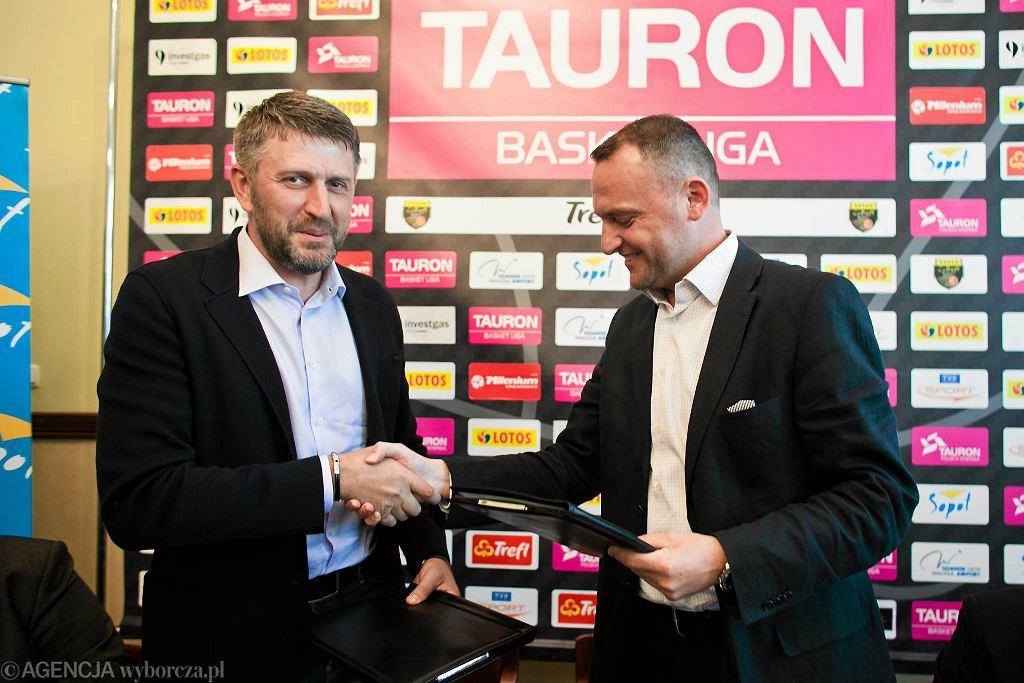 Darius Maskoliunas (z lewej) i prezes Trefla Sopot Andrzej Dolny